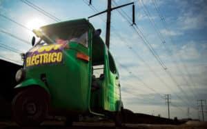 Mototaxi electrónica, de César del Águila Calle, primer puesto en la categoría 'Publico en general'