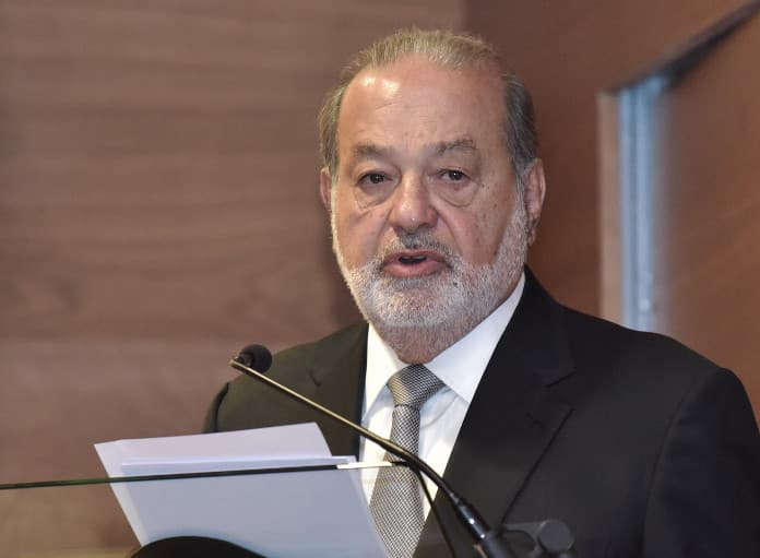 Carlos Slim durante su discurso como nuevo academico de la RAI