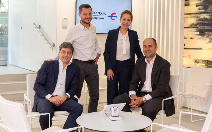 De izquierda a derecha Tiago Monteiro (Microsoft), Nacho Torre (Ibercaja), Ana Alonso (Microsoft) y Leandro Hermida (Ibercaja) esta mañana en Madrid
