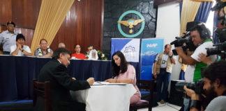 Firma del contrato entre INVAP y la Agencia Boliviana de Energía Nuclear