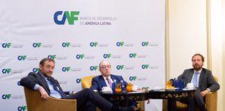 Pablo Sanguinetti y Guillermo Fernández, ambos de CAF, y Federico Steinberg, del Real Instituto Elcano y la Autónoma de Madrid(de izq. a dch.)