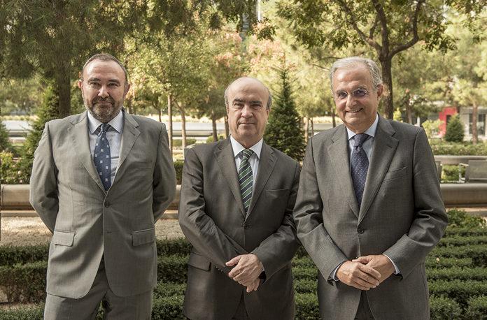 Fernando Ruiz, director de Sostenibilidad de Repsol; Mariano Jabonero, secretario general de la OEI, e Ignacio Egea, vicepresidente de Fundación Repsol.