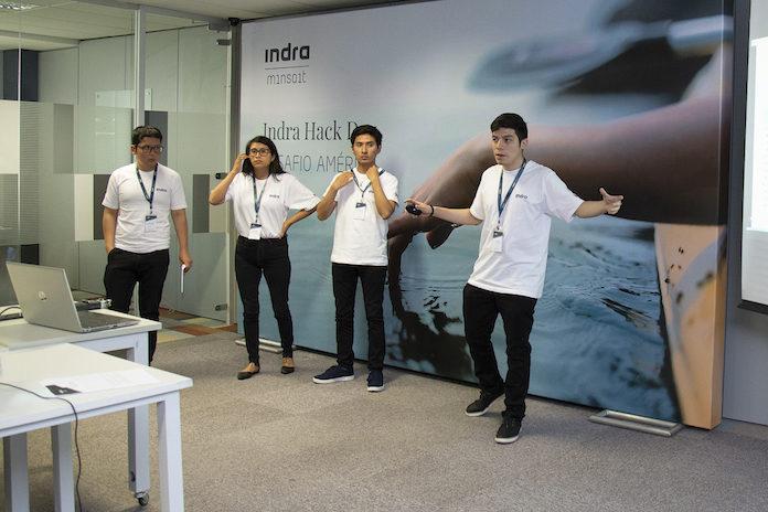 Los cuatro jóvenes peruanos que han ganador el 'Hack Day, Desafío América'