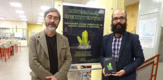 Carlos M. Pina y Carlos Pimentel, autores del libro 'Pequeña guía de minerales inexistentes'