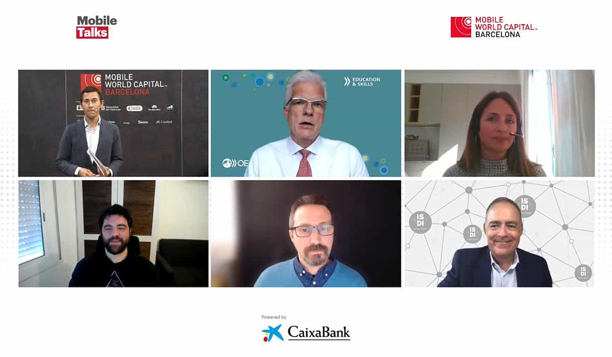 Los ponentes del Mobile Talks durante el debate sobre la nueva educación.